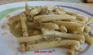 Casarecce con Gorgonzola, Pesto alla Genovese e Noci