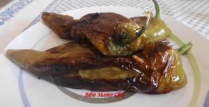 Peperoni Ripieni con Pangrattato Aromatico, Uova Sode e Scamorza Affumicata