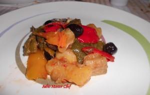 Patate con Cipolle, Peperoni e Olive Nere